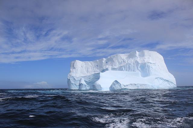 iceberg-2170383_640